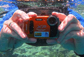 Camera foto cu video HD subacvatica - rezistenta la apa, praf si socuri