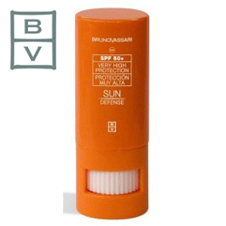 Stick Bruno Vassari SPF 50 cu protectie solara ridicata, creat pentru a proteja zonele sensibile ale fetei cu expunere maxima (nas, buze si urechi).