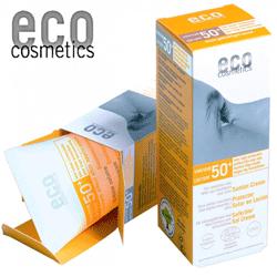 Crema de plaja bio Eco Cosmetics cu cel mai inalt factor de protectie solara, usor nuantata, pentru a nu lasa urme albe.
