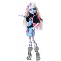 Papusa Mattel Monster High Abbey Bominable este articulata, putand fi astfel asezata in orice pozitie si are dimensiunea de aproximativ 30 cm.