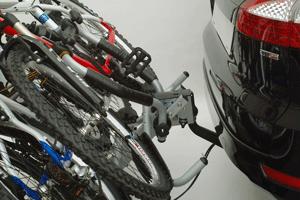 Siena 666/8 se poate rabata cu bicicletele montate. Permite transportul a 3 biciclete.