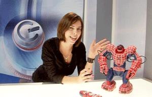 SpiderSapien! Desi pastreaza caracteristicile robotului Robosapien, SpiderSapien este dotat nu numai cu o noua costumatie, ci si cu o noua personalitate.