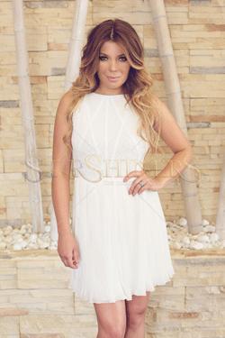 Rochia Ana Radu Romantical White, o rochie alba, perfecta pentru a-ti oferi un look deosebit si seducator.