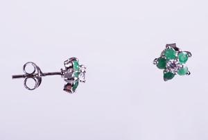 Cercei floricele din argint cu piatra smarald