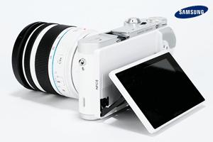 Samsung NX300 o camera foto cu aspect retro
