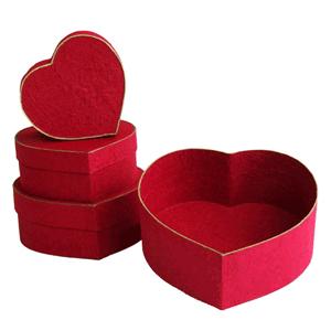 Cutie ambalat cadouri inimioara
