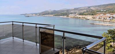 Royal Bay Apartments Bulgaria (4 stele) Fiecare are balcon cu vedere la mare.