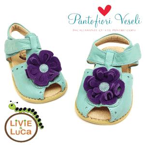 Sandalute bleu din piele elegante cu floricica