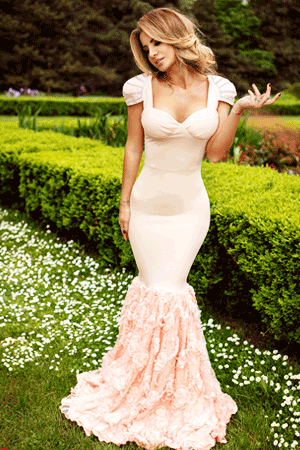 Rochie sirena culoare rose este o rochie de seara, deosebita, eleganta
