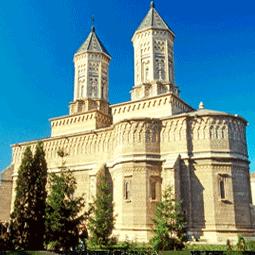 Cele mai frumoase manastiri, biserici si lacase de cult din Romania – colaj video si fotografii