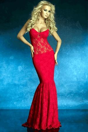 Aceasta rochie de culoare rosie cu croiala sirena este deosebita. Speciala, sofisticata si foarte eleganta, iti va pune in valoare toate atuurile.