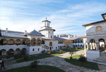 Manastirea de maici Horezu in stil brancovenesc