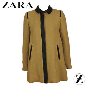 Pardesiu Zara de dama, model Mathilda Brown, un pardesiu de toamna de culoare maro cu maneci lungi, in croi simplu. Pardesiul de dama Zara prezinta buzunare, un fermoar in fata si un aspect lejer.