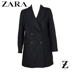 Palton office de dama marca Zara Whis Dark Blue, cu nasturi mari in fata, de culoare albastru inchis si cu o croiala ce confera un aspect stramt.
