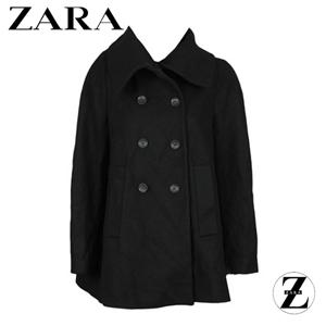 palton negru de dama marca Zara cu croiala dreapta buzunare si nasturi in fata si aspect lejer
