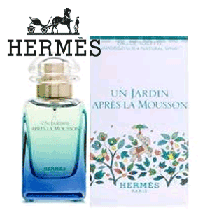 """Dupa invitatia pe Marea Mediterana si pe malurile Nilului, Hermes ne invita sa descoperim renasterea naturii indiene dupa sezonul ploios. Pentru el sau ea, Un Jardin Apres la MOUSSON (""""O gradina dupa Monsoon"""") a fost conceput de catre asociatii lui Hermes in casa parfumurilor. Dupa moason, spune el, """"frunzele devin verzi din nou (...) apa aduce un miros viu, rece (...) simtul mirosului este renascut: viu, limpede, ud"""". Un Jardin APRES LA MOUSSON este un parfum picant, verde, umed si cu tonuri de citrice care evoca mirosul de limonada, ghimbir si poseda o nota aprinsa de var. Acesta descrie mirosul de plante, condimente rece, floare verde si vetiver."""