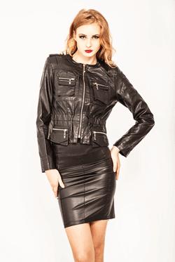 Jacheta din piele ecologica ideala pentru serile mai racoroase. Designul deosebit iti scoate in evidenta formele feminine. Talia este scoasa in evidenta de elasticul cu care este croita jacheta.