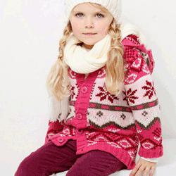 Pulovere si jachete colorate, tricotate chic pentru fete si fetite