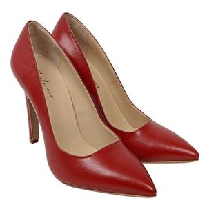 Pantofi stiletto Andora din piele naturala de culoare rosie, cu toc subtire imbracat in piele si varf ascutit. Pantofii sunt confectionati la interior piele naturala, exterior piele naturala de calitate superioara. Inaltimea tocului este de 10cm. Fabricati in Romania.