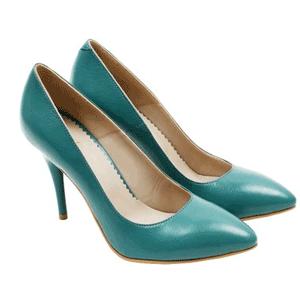 Pantofi Stiletto turcoaz piele naturala Jazzy. O pereche de pantofi de dama eleganti ce vor completa orice tinuta de birou sau de seara. Inaltimea tocului 8,5 cm. Pantofi cu toc subtire si varful usor ascutit, exterior si interior din piele naturala. Fabricati in Romania.