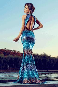 Rochie Goldie Turcoaz. Rochia lunga din paiete este mulata pe corp si nu are bust buretat. Este o rochie ce iti pune in valoare corpul si este ideala pentru evenimentele importante din viata ta.