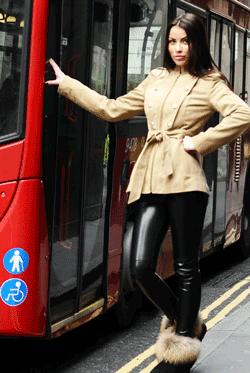 Jacheta de toamna tip palton scurt cu model deosebit este idel pentru sezonul rece