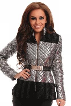 Geaca LaDonna cu aspect metalic, de culoare argintie, accesorizata cu o curea, iti va garanta un look inedit in sezonul rece