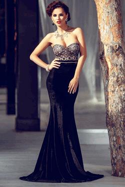 Rochie de seara eleganta Velvety Neagra din catifea accesorizata cu dantela in partea superioara este perfecta pentru evenimentele importante din viata ta