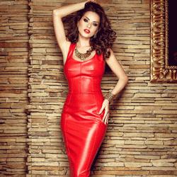 O colectie indrazneata de rochii  din piele seducatoare si provocatoare