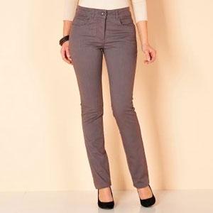 Aceşti pantaloni modelatori oferă un abdomen plat