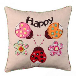 Perna decorativa cu mesaj Happy 30x30cm