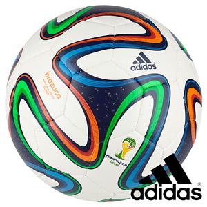 Mingea de fotbal Adidas Brazuca la pret redus