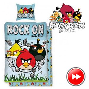 Lenjerie de pat Angry Birds Rock On 140 x 200 cm. Compozitie material: 100% bumbac. Dimensiune perna: 70x90 cm .