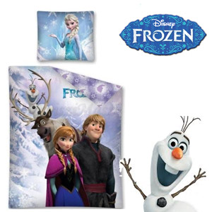 Lenjerie de pat Disney Frozen Family 160 x 200 cm. Setul contine husa pilota 160/200 cm si husa perna 70/80 cm. Material: 100 % bumbac natural, lenjeria se spala la 40°.