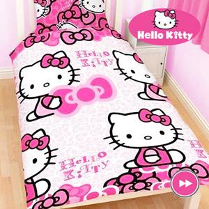 Lenjerie de pat Hello Kitty 135 x 200 cm. Material: 100 % bumbac. Dimensiunea perna 75x50cm.