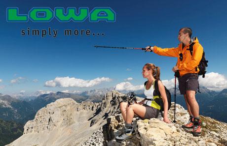 Incaltaminte speciala pentru drumetii montane LOWA in Romania