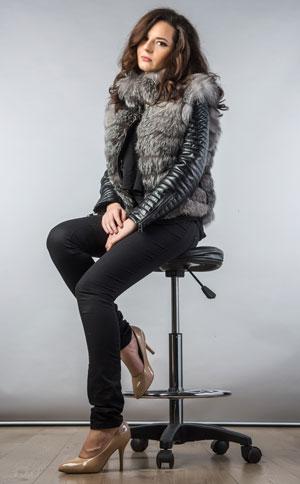 Jacheta eleganta de dama cu guler din blanita naturala