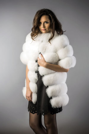 Vesta dama din blana naturala de vulpe polara alba fabricata in Romania