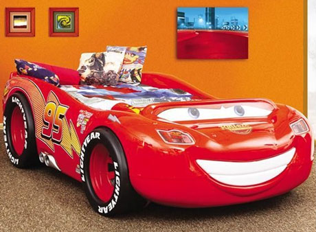 Pat copii in forma de masina McQueen