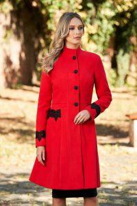 Palton din lana fabricat in Romania cu design deosebit